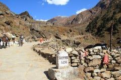 Trekking Rout i det Kedarnath tempelet. Royaltyfria Bilder