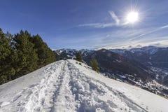Trekking slinga för Roc Del Quer sight _ royaltyfri bild