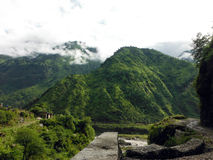 Trekking slinga i lägre Himalayas Arkivbilder