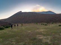 Trekking turnerar till Volcano Telica Royaltyfri Bild