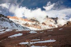 Trekking, zum von Aconcagua anzubringen Stockbilder