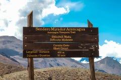 Trekking, zum von Aconcagua anzubringen Stockbild