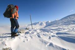 Trekkingmannstillstehen stockfoto
