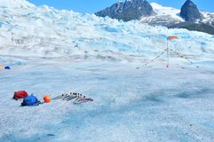 Trekkings-Ausrüstung auf Mendenhall-Gletscher in Juneau Alaska lizenzfreie stockbilder