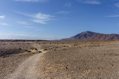 Trekkingsroute door onvruchtbaar landschap van Lanzarote Royalty-vrije Stock Afbeeldingen
