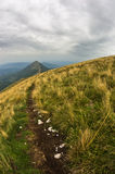 Trekkingsweg von Trem-Spitze zu Falkekante an Berg Suvas Planina Stockbild