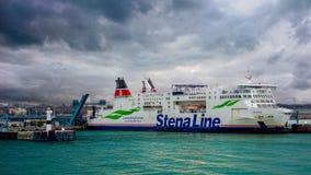 Trelleborg, Zweden, 25 12 2018: de veerboot dokte in de Zweedse haven royalty-vrije stock foto's