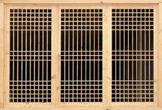 Trellis en bois sur la fenêtre Photographie stock libre de droits