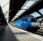Trem azul Imagem de Stock Royalty Free