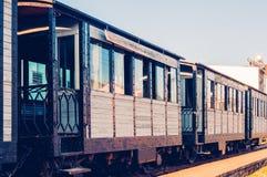 Trem bonito do vintage com os carros de madeira, tonificados imagens de stock