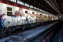 Trem com grafittis fotografia de stock royalty free