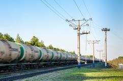 Trem com mover-se dos tanques de óleo Fotografia de Stock Royalty Free