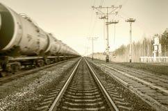 Trem com mover-se dos tanques de óleo Imagens de Stock