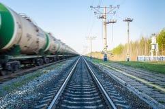 Trem com mover-se dos tanques de óleo Foto de Stock