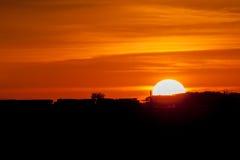 Trem contra o ajuste Sun dourado Imagens de Stock