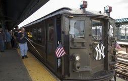 Trem da baixa tensão no stationi do Yankee Stadium para o gam da primeira jornada Foto de Stock