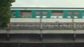 Trem da cidade no fundo do céu filme