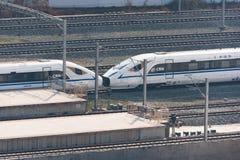 Trem de alta velocidade chinês que chega na estação sul de Chengdu fotografia de stock