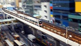 Trem de alta velocidade com o borrão de movimento exterior. fotos de stock royalty free