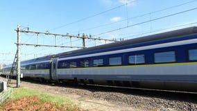 Trem de alta velocidade de Eurostar que chega em Amsterdão filme