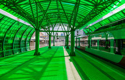 Trem de alta velocidade na estação verde do projeto Fotos de Stock Royalty Free