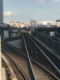 Trem de aproximação na plaza de Queensboro Imagens de Stock Royalty Free