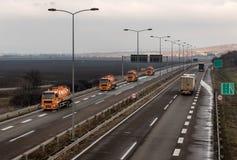 Trem de caminhões de tanque em uma estrada da estrada fotos de stock royalty free