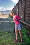 Trem de espera da mulher Fotografia de Stock Royalty Free