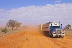 Trem de estrada que retrocede acima a poeira Imagens de Stock Royalty Free