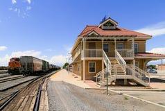 Trem de frete na estação Fotos de Stock