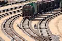 Trem de frete na estação de comboio Imagens de Stock Royalty Free