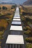 Trem de frete nas montanhas do deserto. imagens de stock royalty free