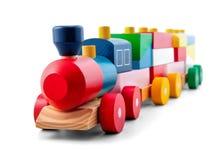 Trem de madeira do brinquedo com as coligações políticas coloridas isoladas sobre o branco fotos de stock royalty free