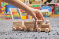 Trem de madeira na sala do jogo Imagens de Stock