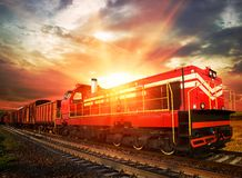 Trem de mercadorias na estrada de ferro Imagens de Stock Royalty Free