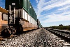 Trem de mercadorias na estrada de ferro Imagem de Stock