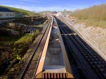 Trem de mercadorias no parque nacional do distrito máximo, Reino Unido Imagem de Stock