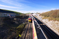 Trem de mercadorias no parque nacional do distrito máximo, Reino Unido Fotos de Stock