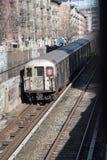 Trem de passageiros acima da terra em Manhattan EUA Fotos de Stock Royalty Free