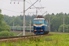 Trem de passageiros do russo na maneira perto de Moscou Imagens de Stock