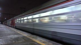 Trem de passageiros na alta velocidade Linha Railway video estoque