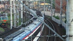 Trem de passageiros que parte Fotografia de Stock