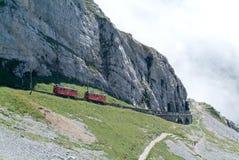 Trem de Pilatus da montagem Pilatus nos cumes suíços Imagem de Stock