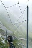 Trem de Pilatus da montagem Pilatus nos cumes suíços Fotografia de Stock