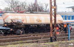 Trem descarrilhado no Polônia fotos de stock royalty free