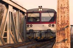 Trem diesel local no nascer do sol Imagens de Stock