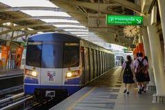 Trem do BTS no caminho de ferro imagem de stock royalty free
