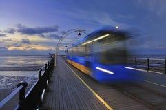 Trem do cais de Southport, Reino Unido Fotografia de Stock