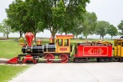 Trem do calibre estreito no parque de diversões da praia da baía Imagem de Stock