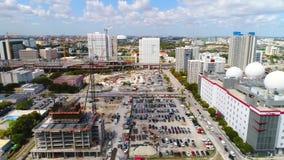 Trem do centro de Miami Brightline da metragem aérea video estoque